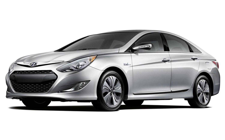2013 Hyundai Sonata Hybrid Front Three Quarter1