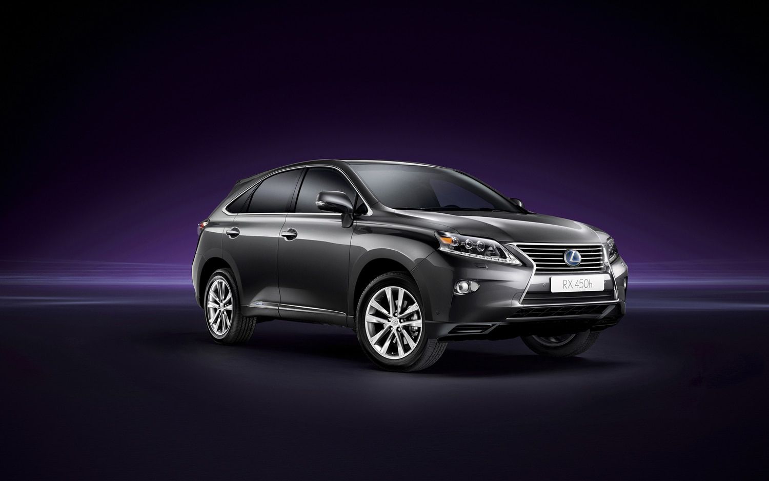 2013 Lexus RX450h Front Three Quarter1