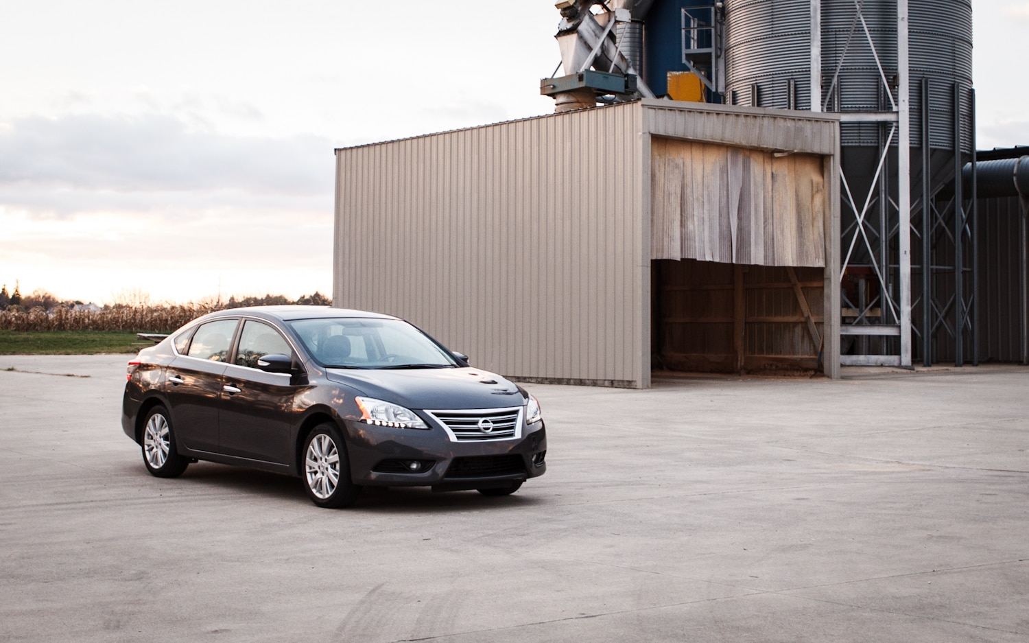 2013 Nissan Sentra SL Front Right View1