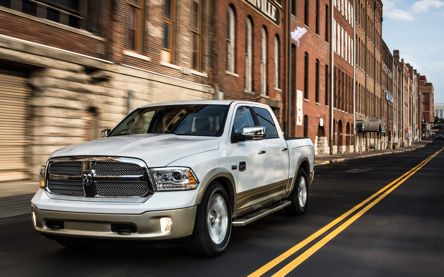 2013 Ram 1500 Front Three Quarter Motion1