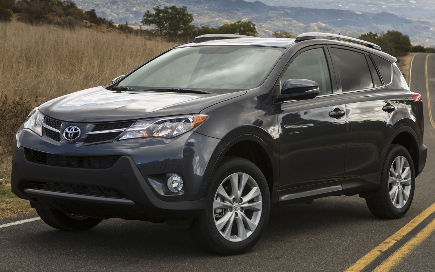 2013 Toyota RAV4 Front Three Quarter Static1
