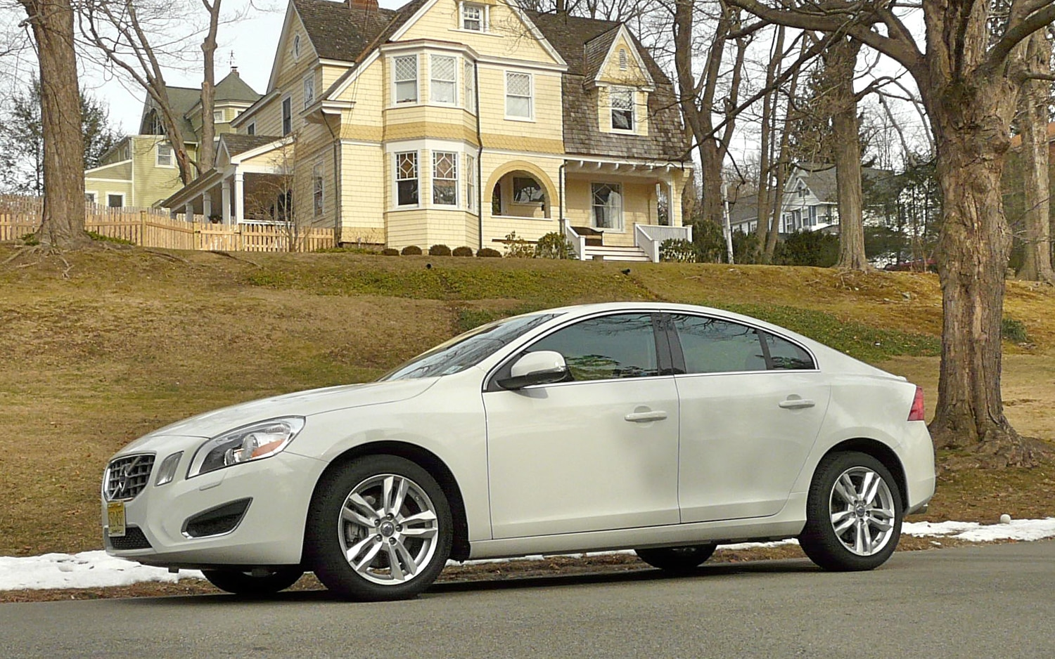 2013 Volvo S60 T5 AWD Front Left Side View1
