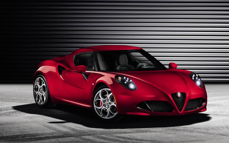 2014 Alfa Romeo 4C Front Right View1