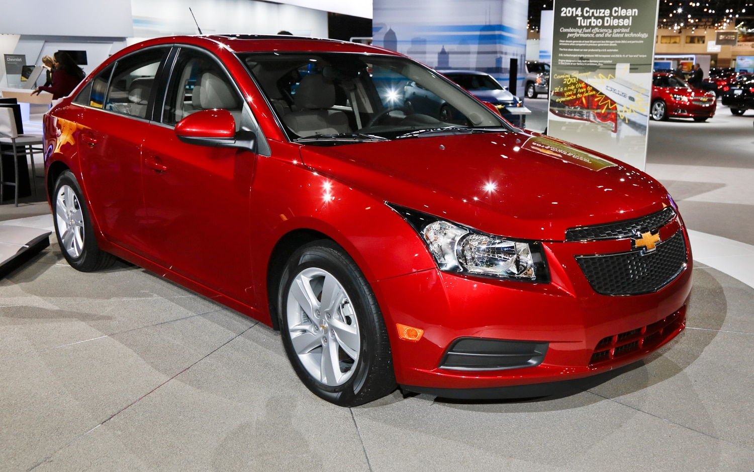 2014 Chevrolet Cruze Diesel Front Three Quarters1
