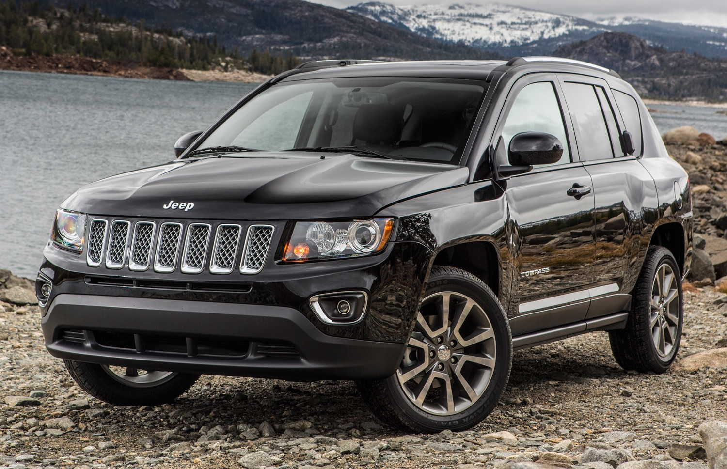 2014 Jeep Compass Limited Front View1