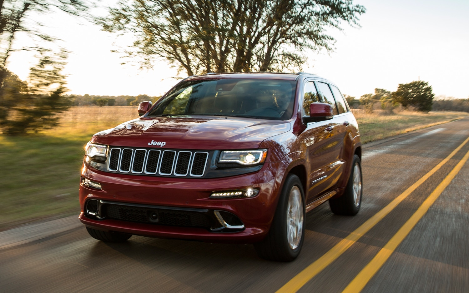 2014 Jeep Grand Cherokee SRT Front View In Motion1