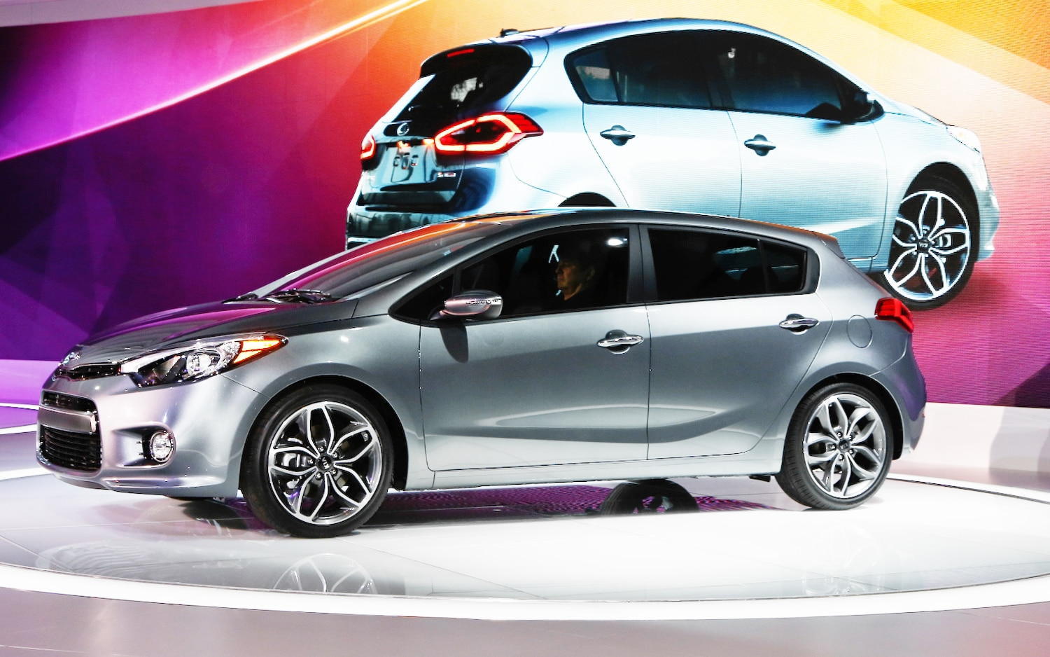 first look 2014 kia forte hatchback 2013 chicago auto. Black Bedroom Furniture Sets. Home Design Ideas