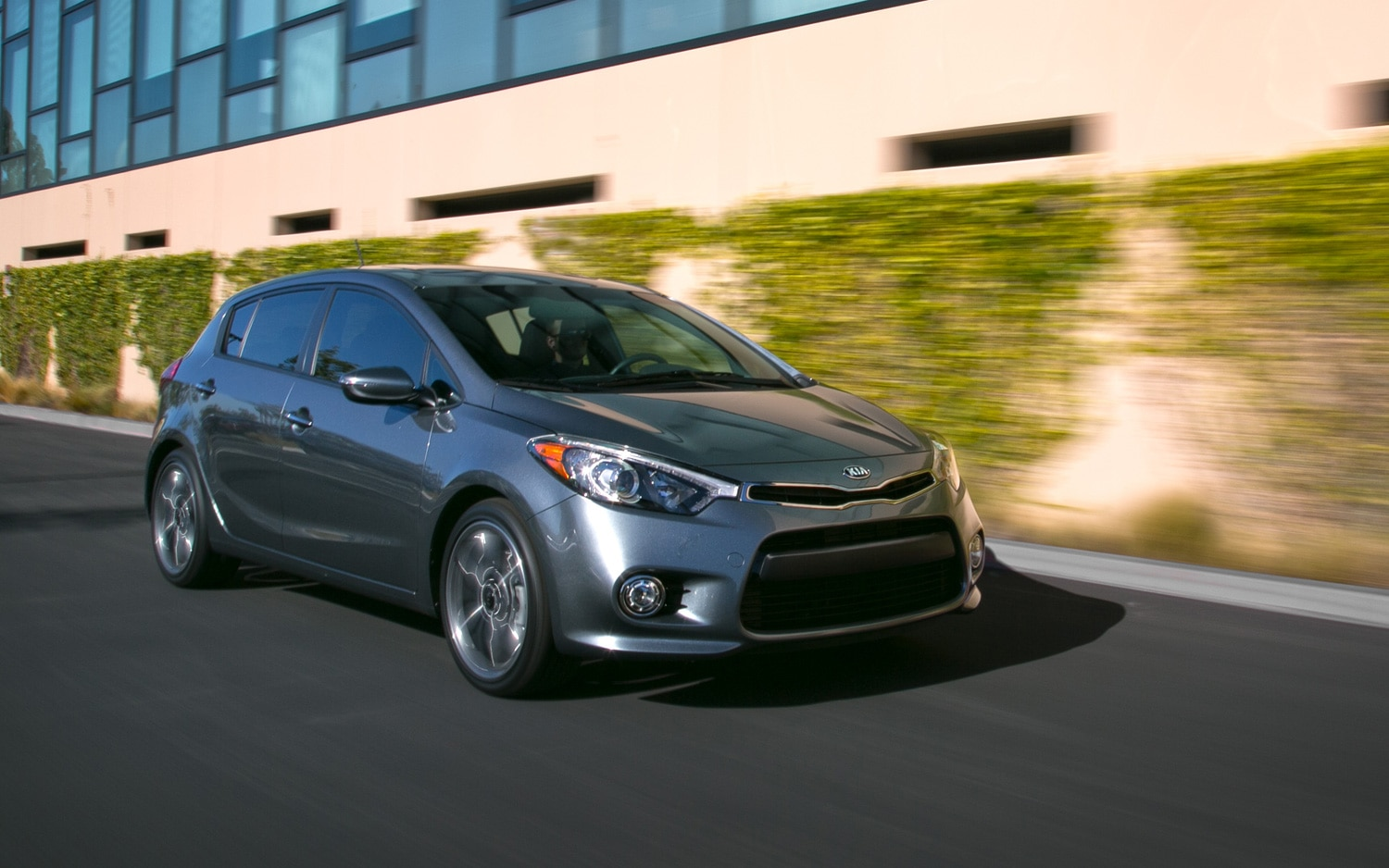 by the specs 2014 kia forte 5 door how well does it compete. Black Bedroom Furniture Sets. Home Design Ideas