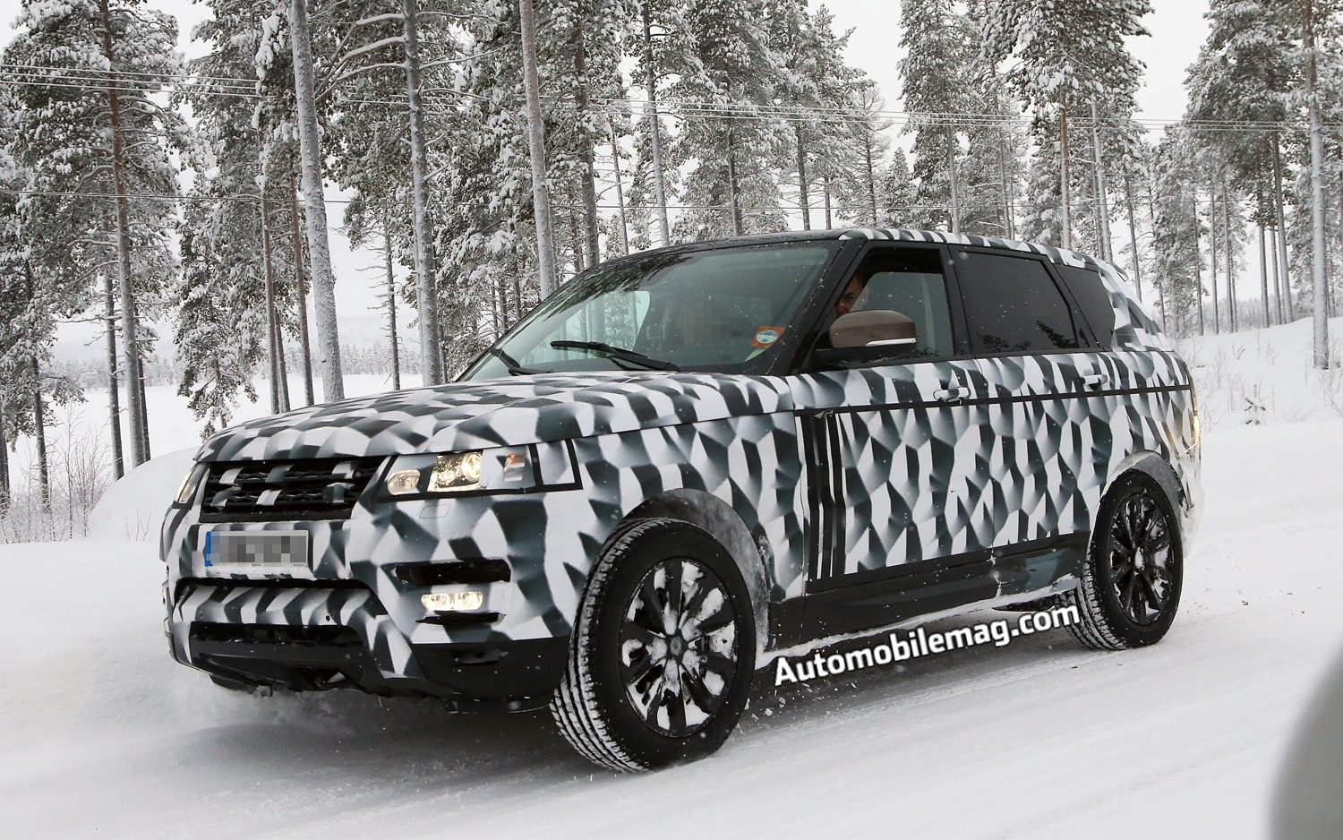 2014 Land Rover Range Rover Sport Front Three Quarter Spied 21