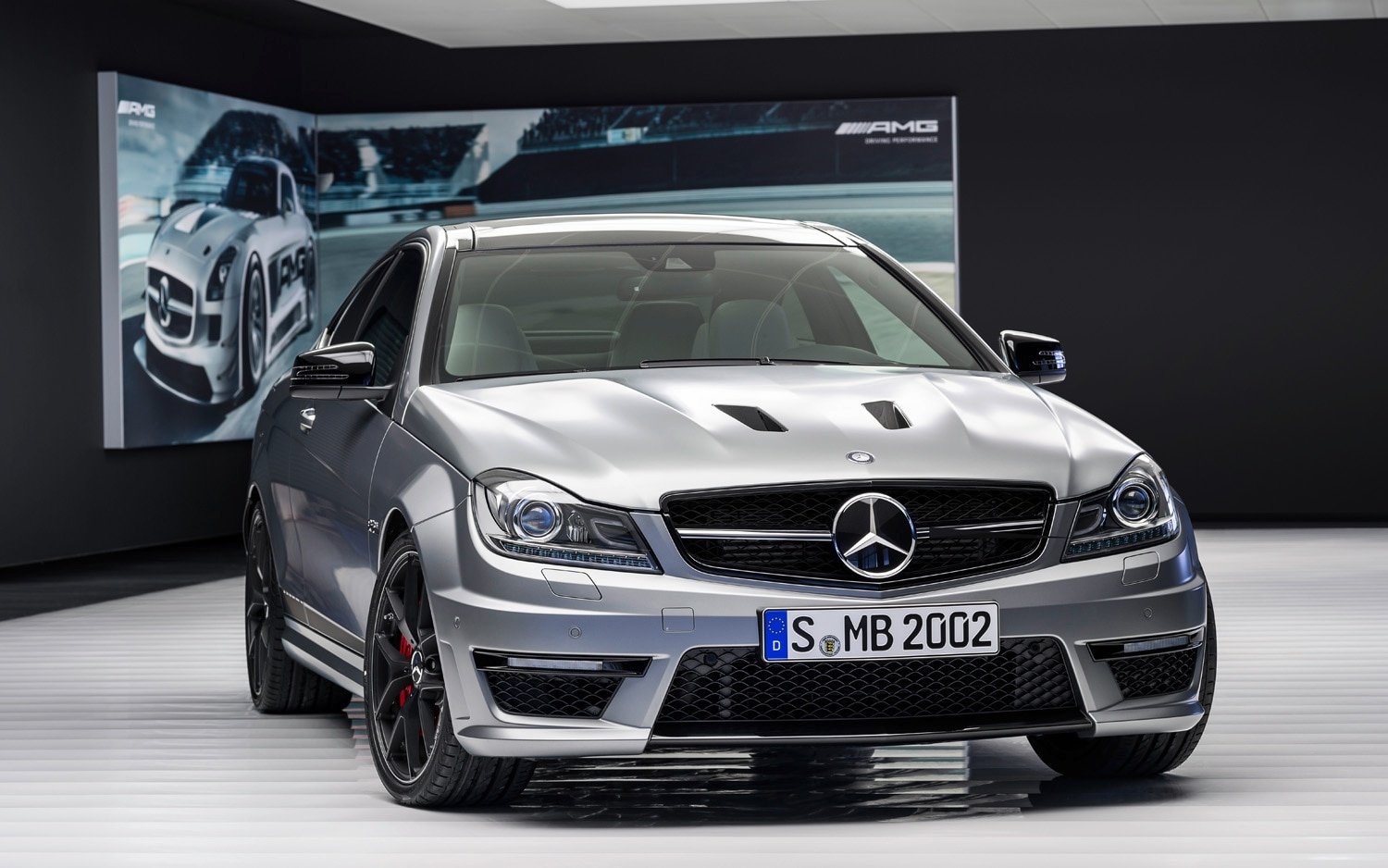 Mercedes benz unveils 2014 c63 amg edition 507 for 2014 mercedes benz c63 amg edition 507 for sale