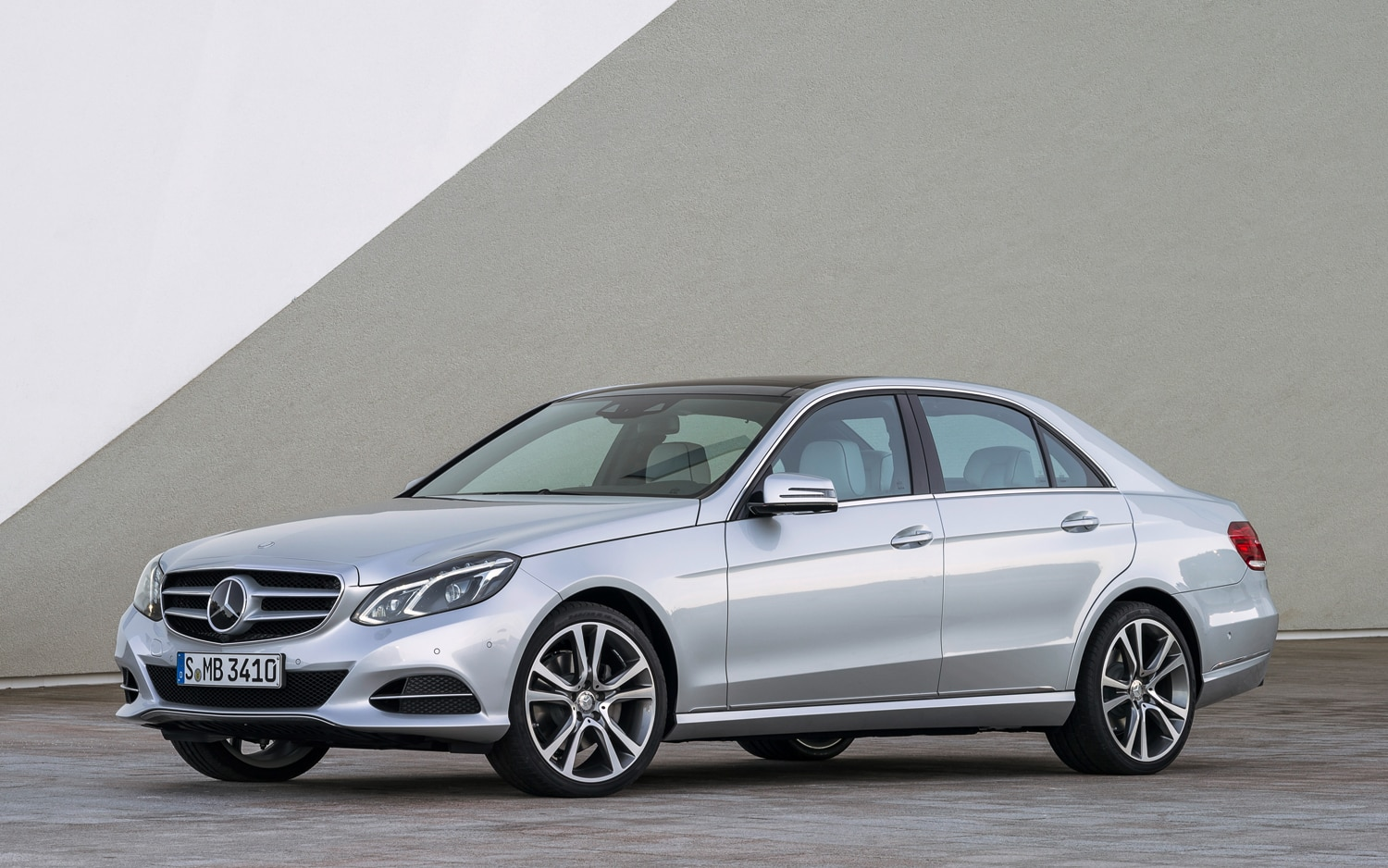2014 Mercedes Benz E Class Sedan Front Three Quarter1