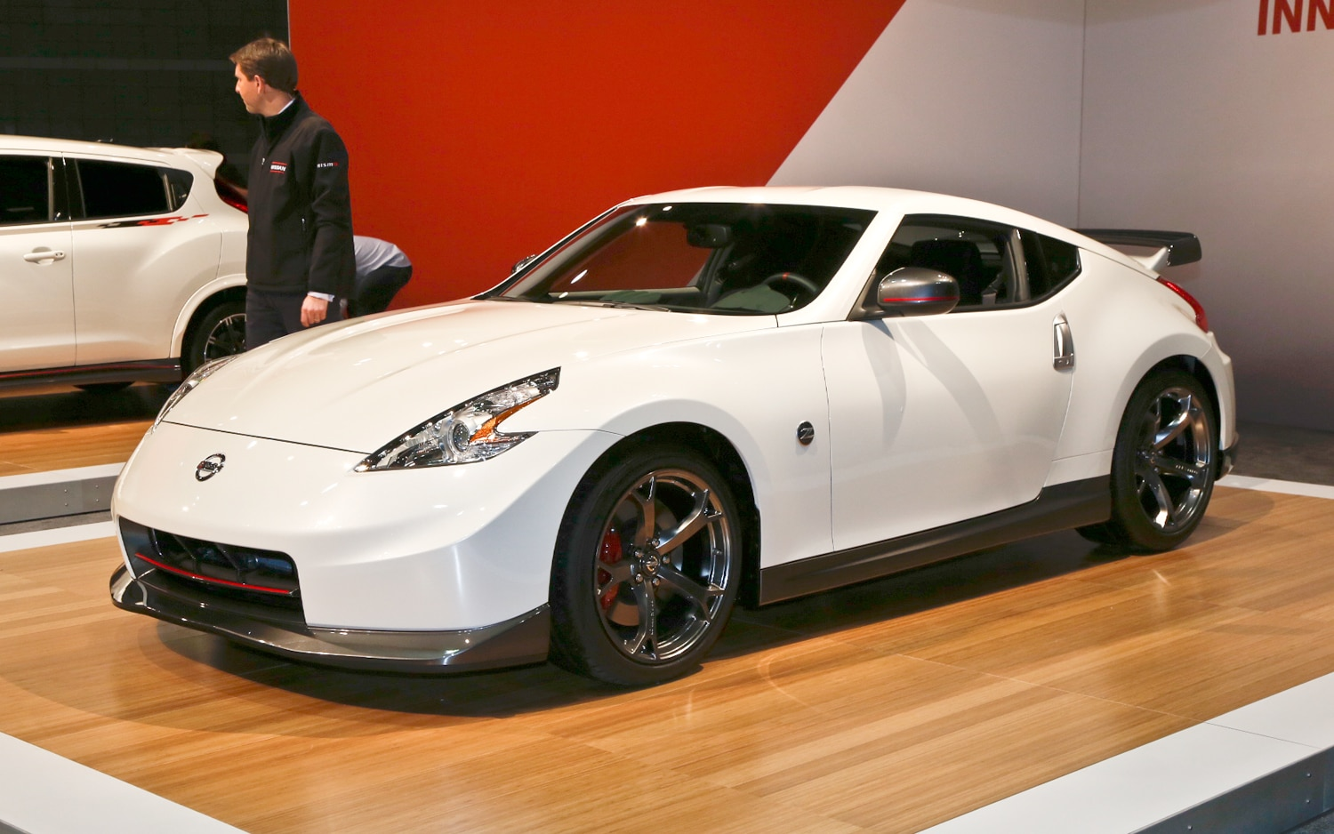 2014 Nissan 370Z Nismo Front Three Quarters1