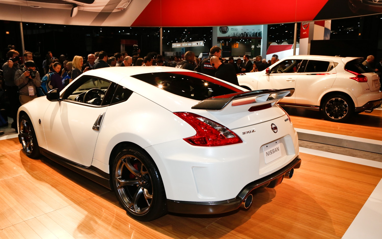 first look 2014 nissan 370z nismo 2013 chicago auto. Black Bedroom Furniture Sets. Home Design Ideas