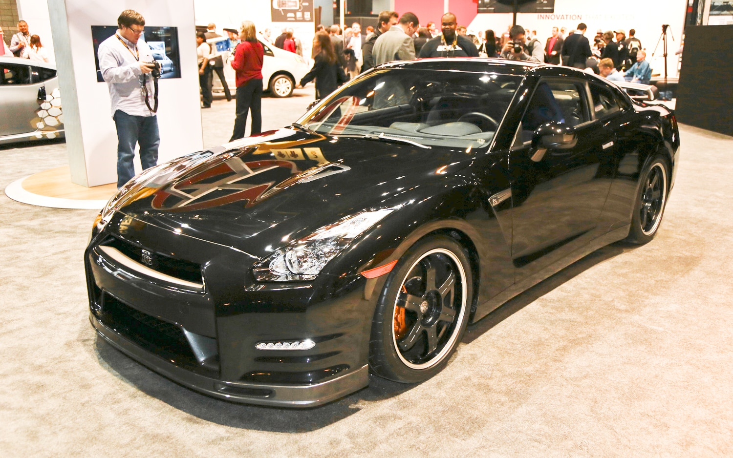 2014 Nissan GT R Track Edition Front Three Quarter1