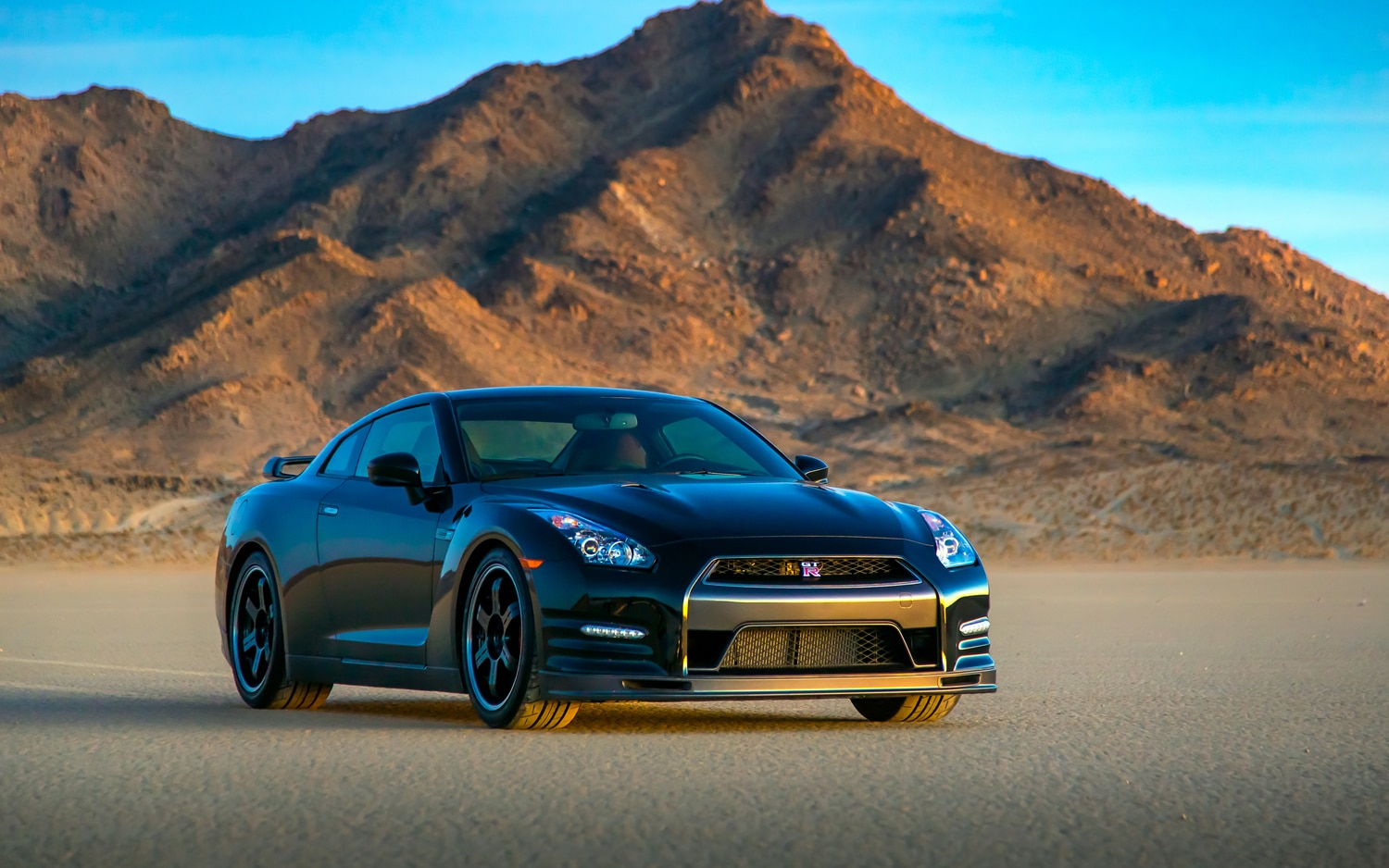 2014 nissan gt r track edition first look automobile. Black Bedroom Furniture Sets. Home Design Ideas