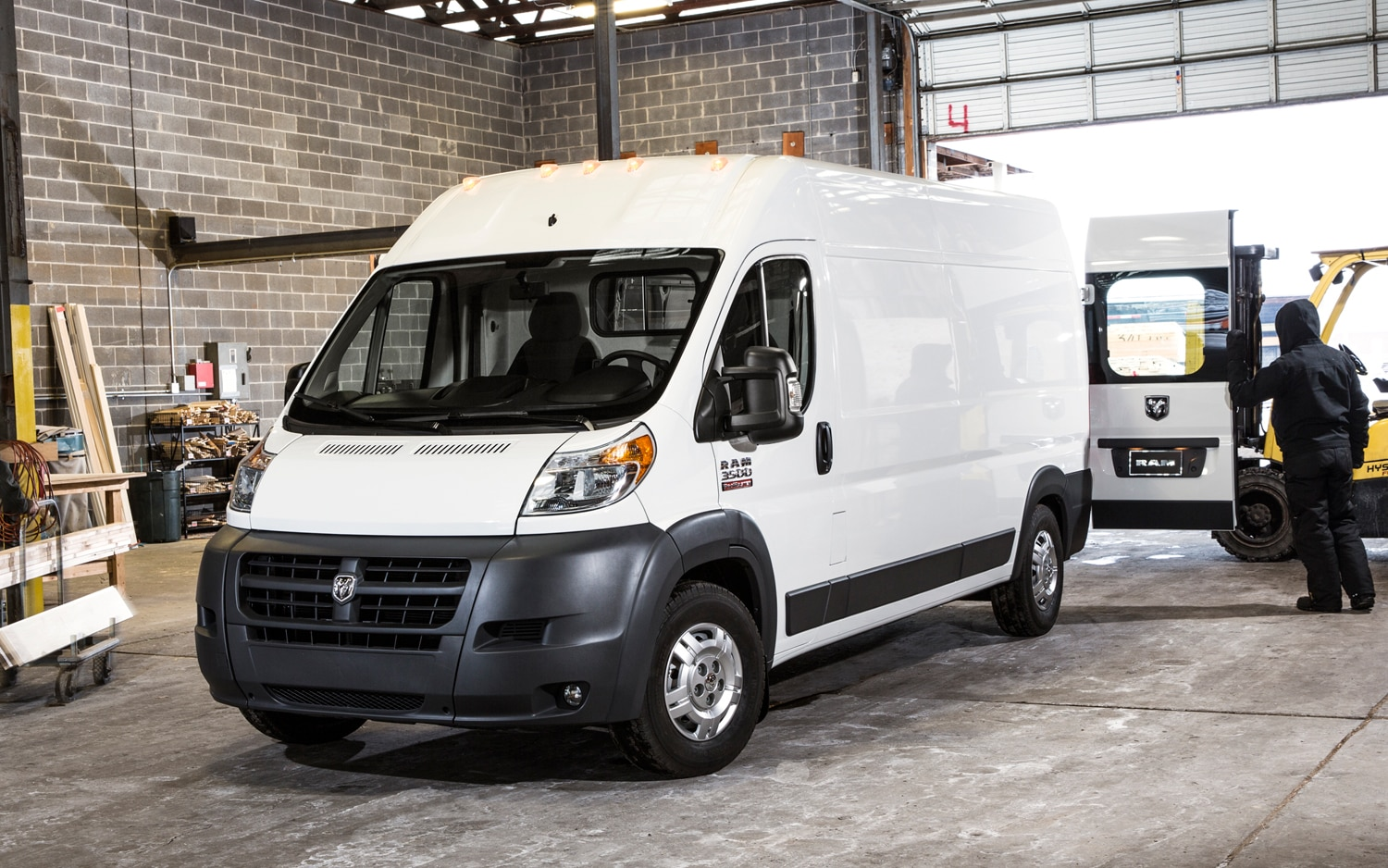 2014-RAM-ProMaster-front-three-quarters.jpg