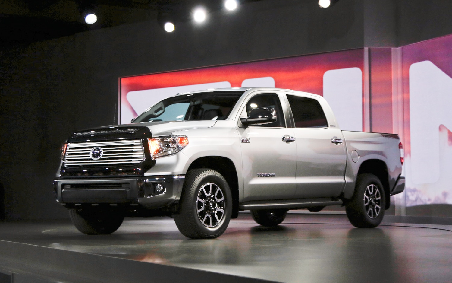 2014 Toyota Tundra Front Three Quarters 21