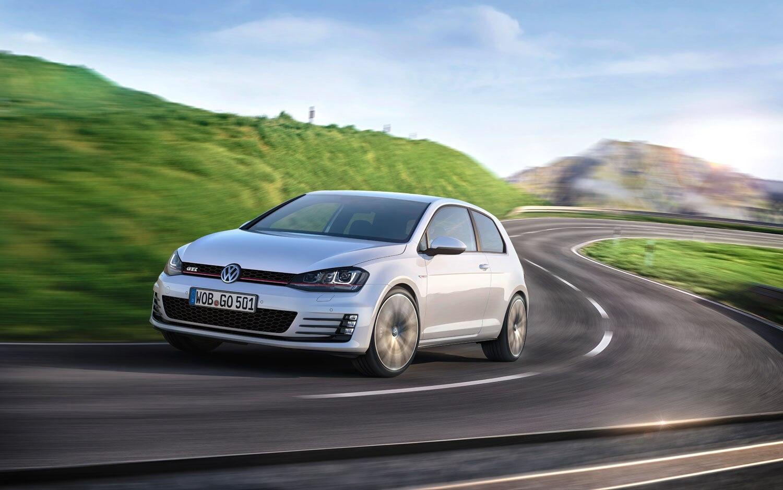 2014 Volkswagen GTI Front Left View1