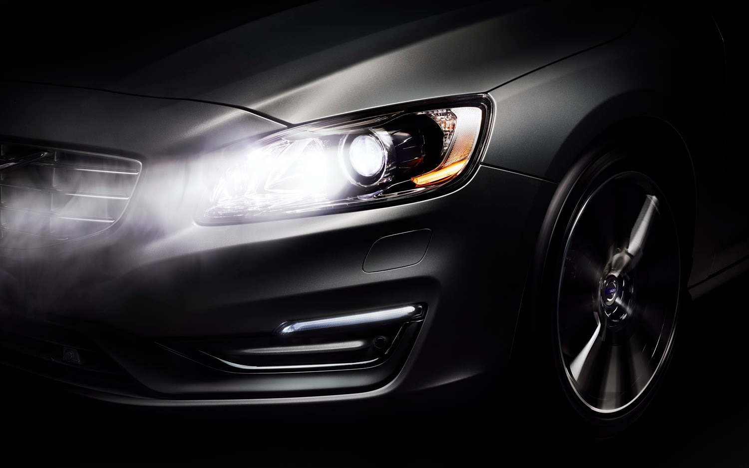 2014 Volvo S60 With Active High Beams Front Clip1