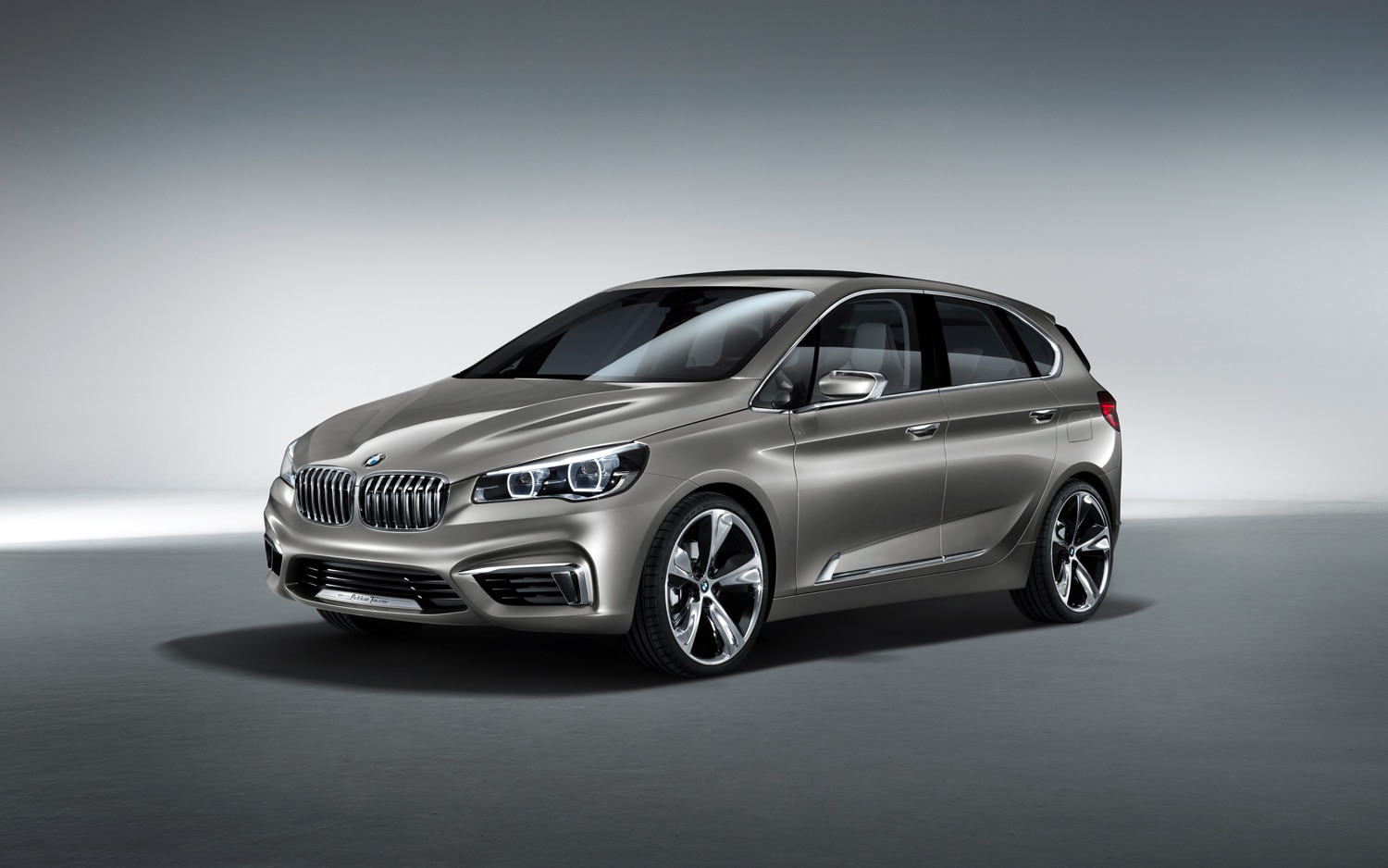 BMW Concept Active Tourer Front 34 View1