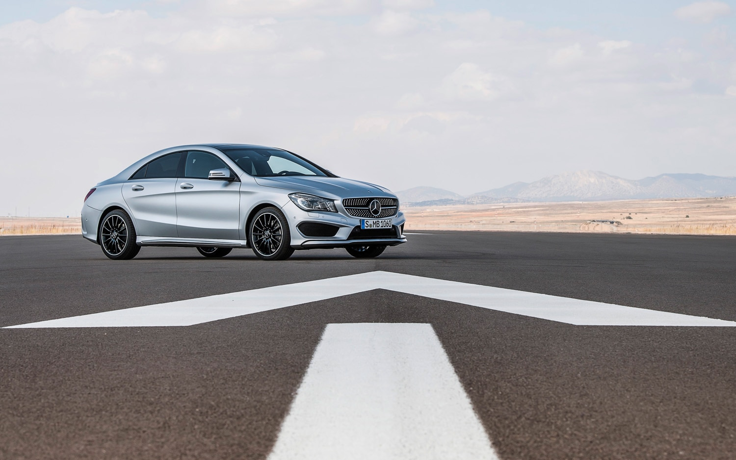 Mercedes Benz CLA250 Front Right Side View