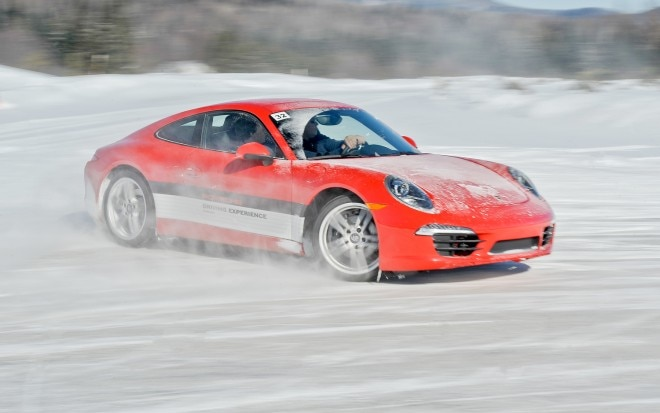 Porsche 911 Carrera 4S Side In Motion 31 660x413