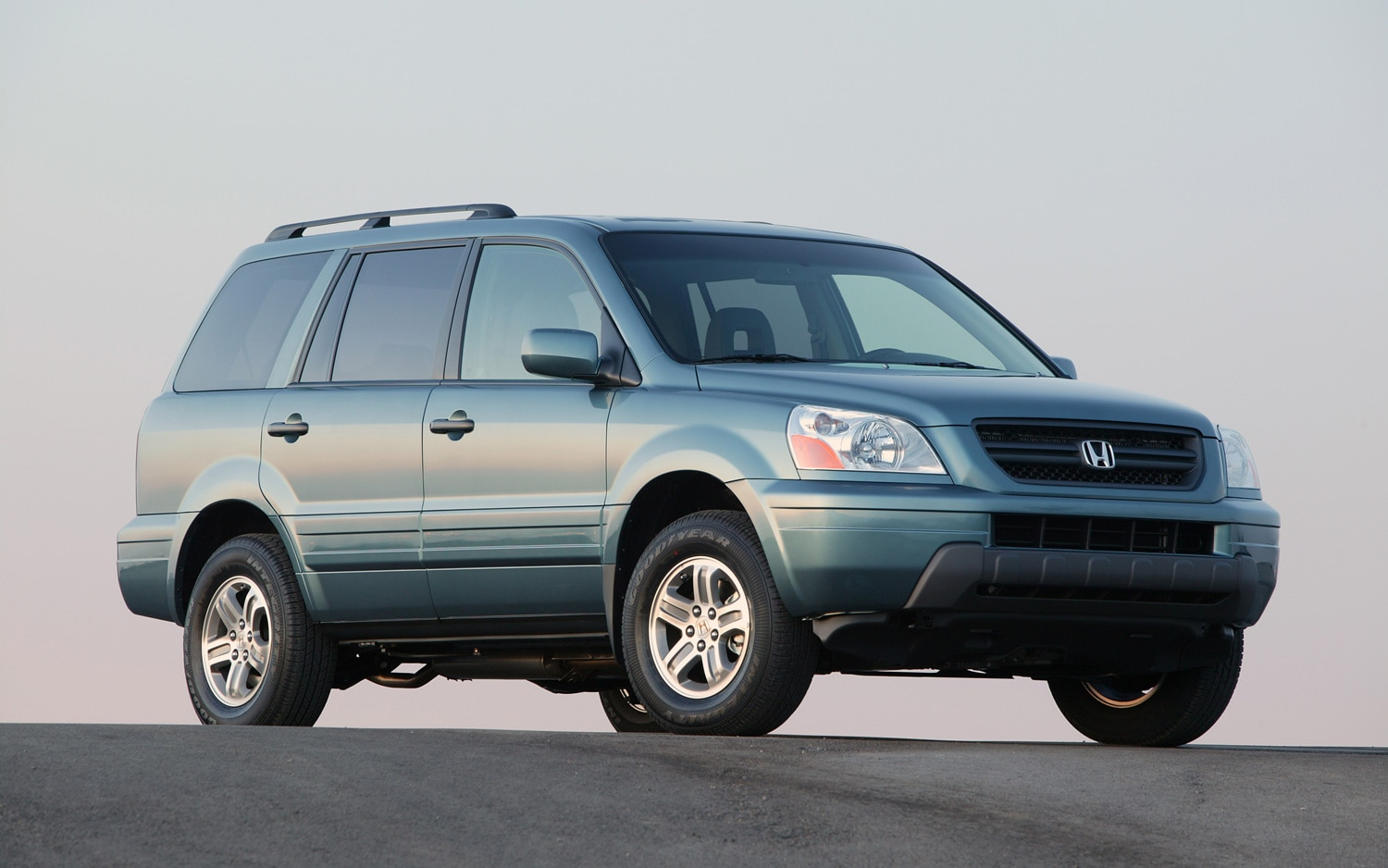 2005 Honda Pilot EX Front Three Quarter1
