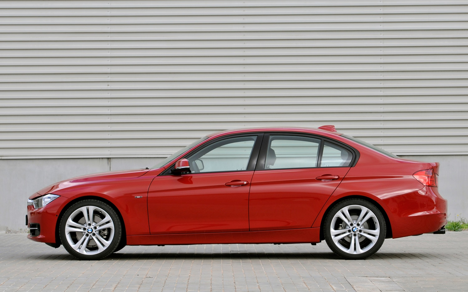 2012 BMW 3 Series Sedan Profile1