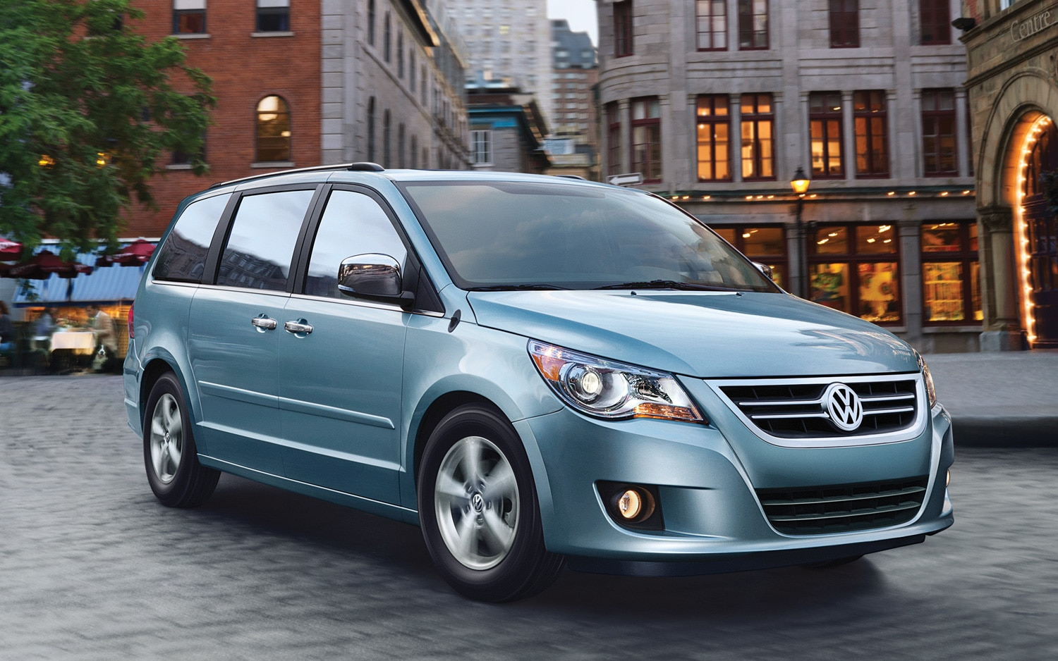 2012 Volkswagen Routan Front Three Quarter Blue1