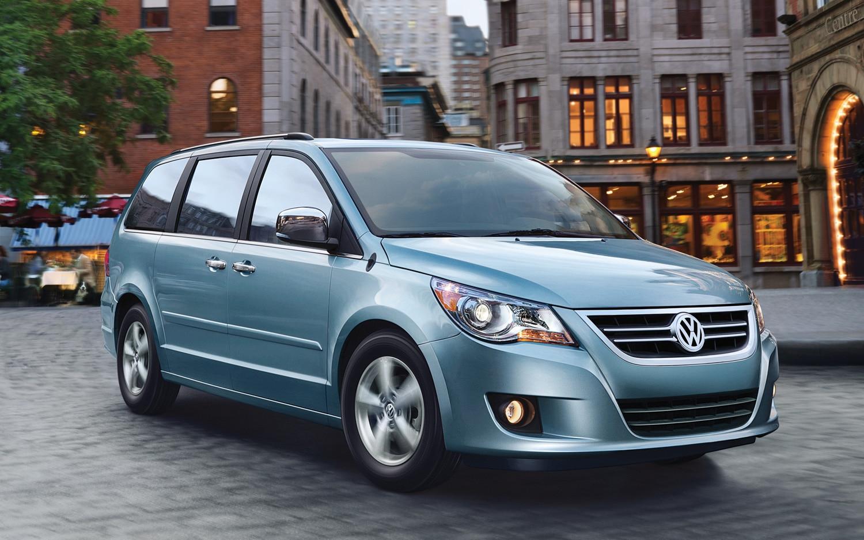 2012 Volkswagen Routan Front Three Quarter Blue1