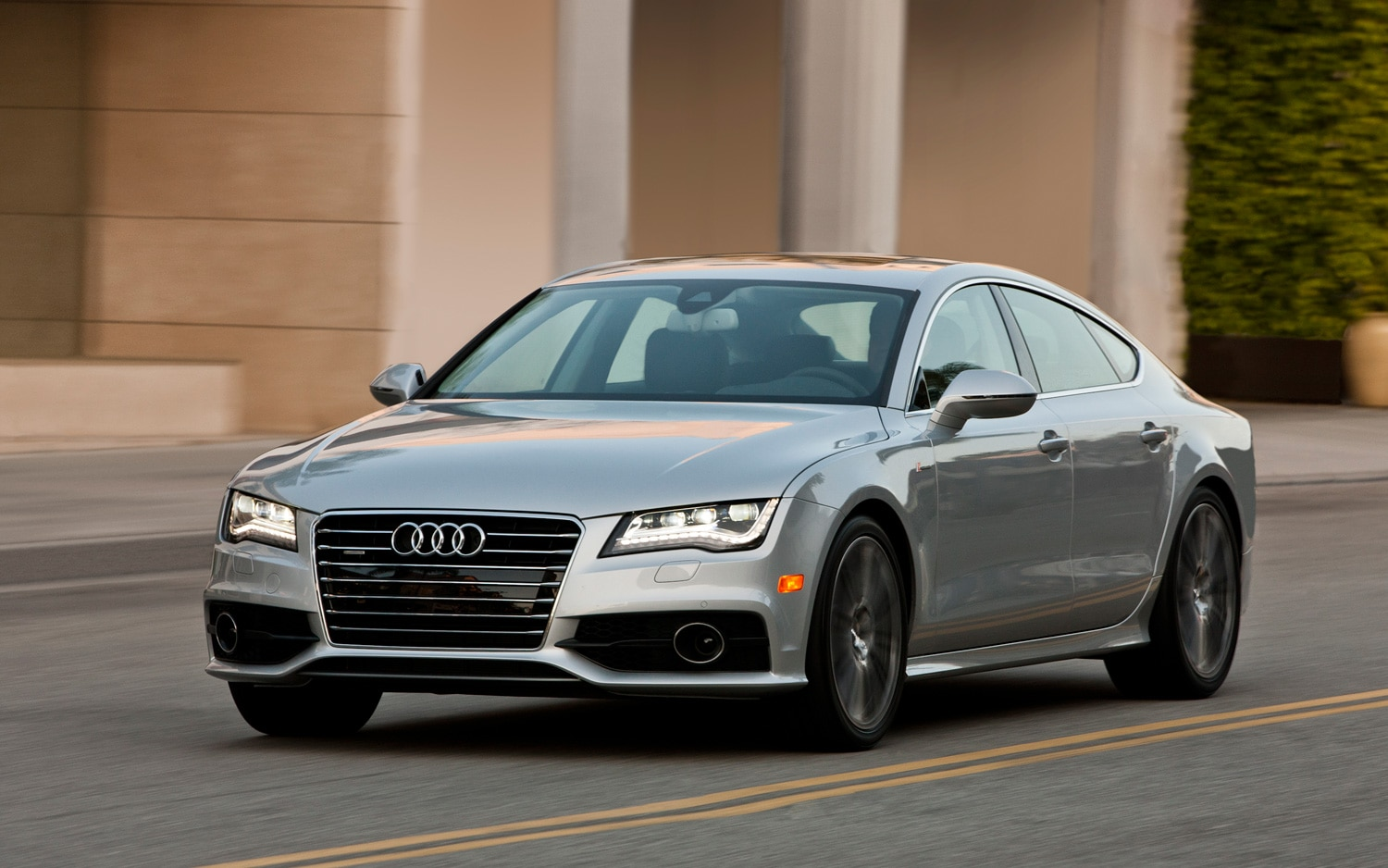 2013 Audi A7 Left Front Angle1
