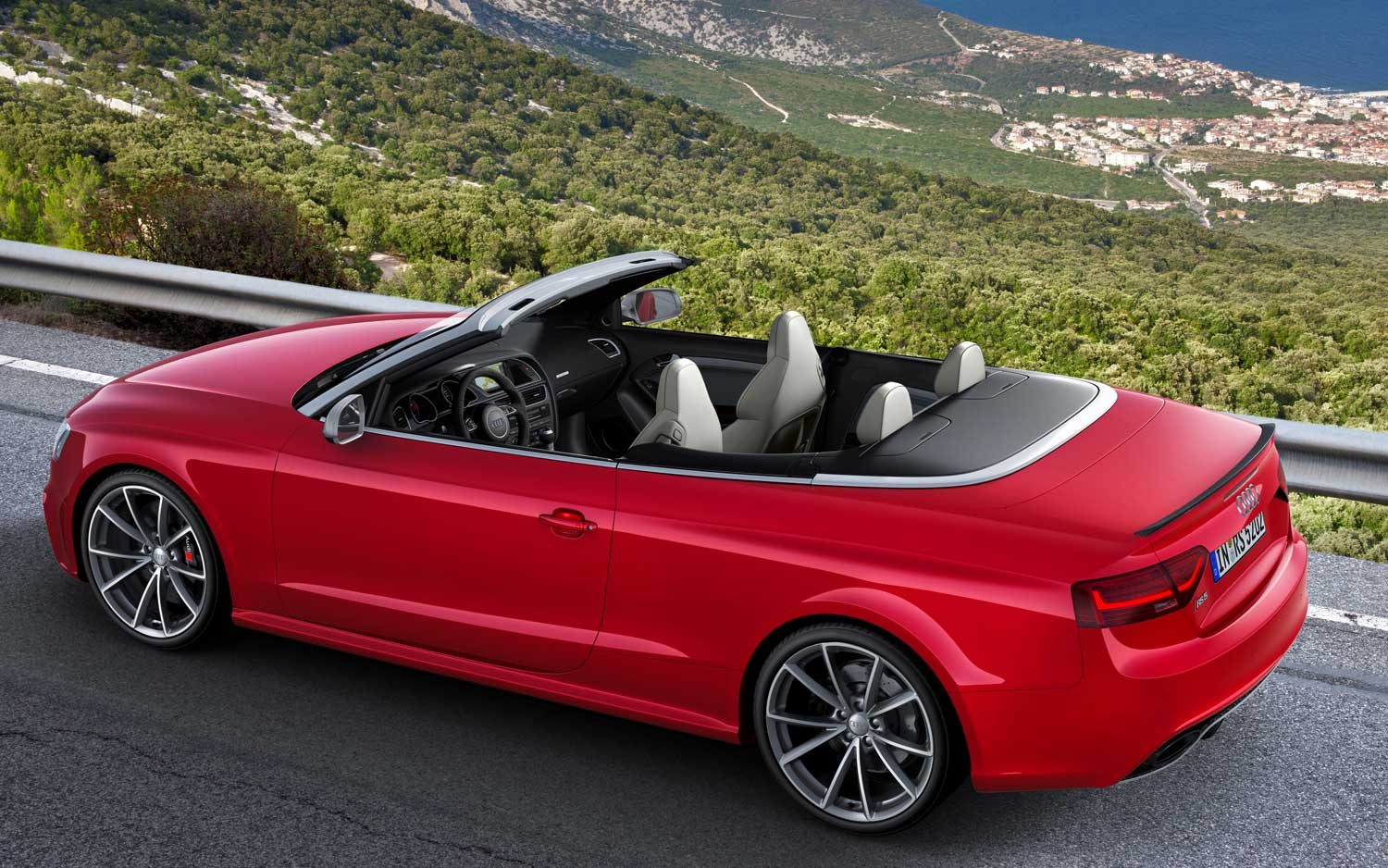 2013 Audi RS 5 Cabriolet Side View1