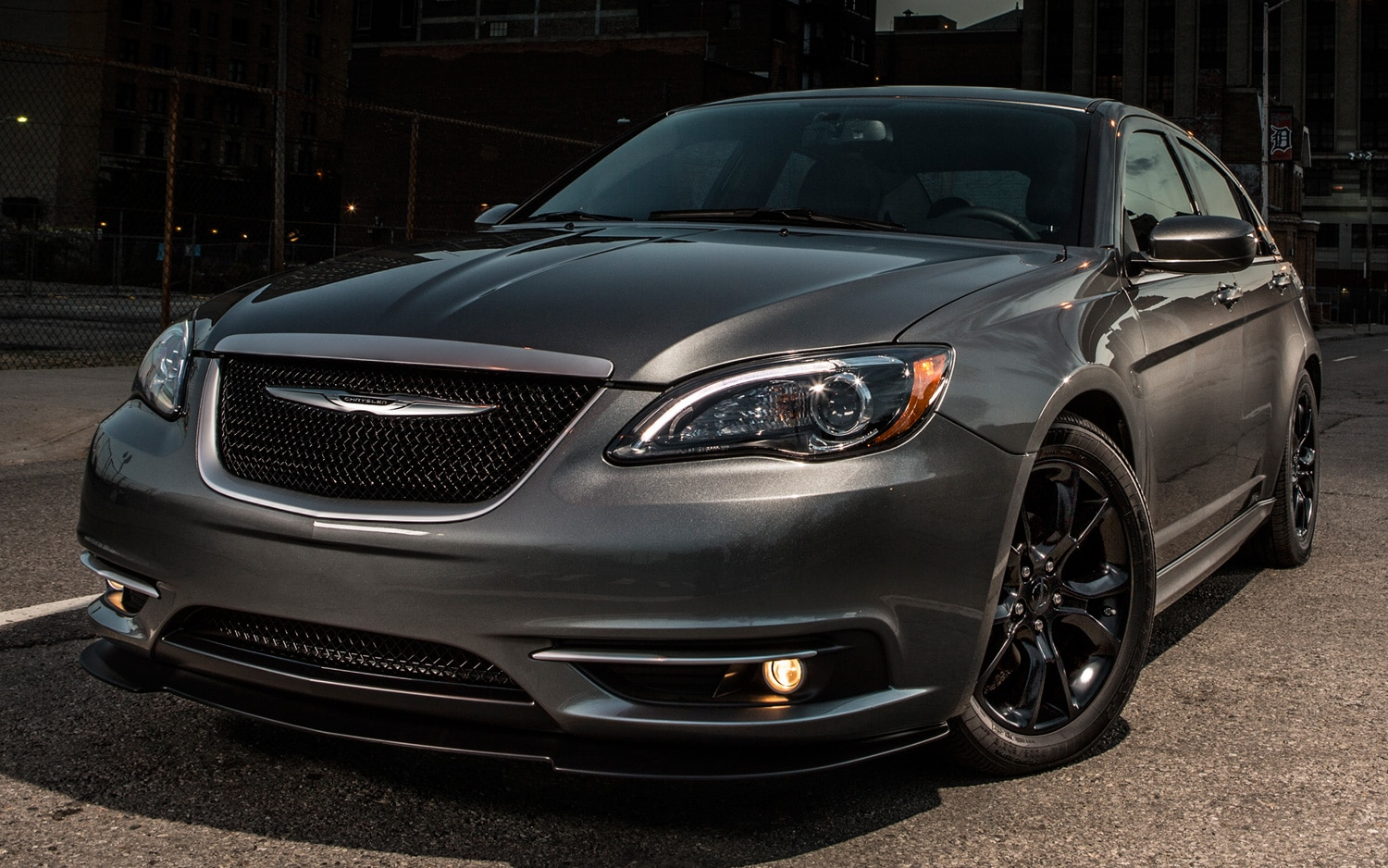 2013 Chrysler 200 S Special Edition Front Three Quarters View1