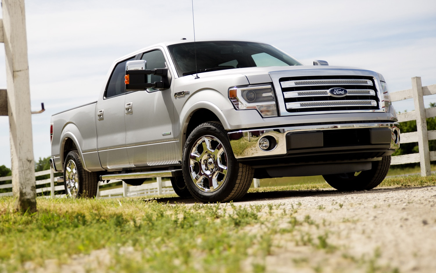 2013 Ford F 150 Front Three Quarter1
