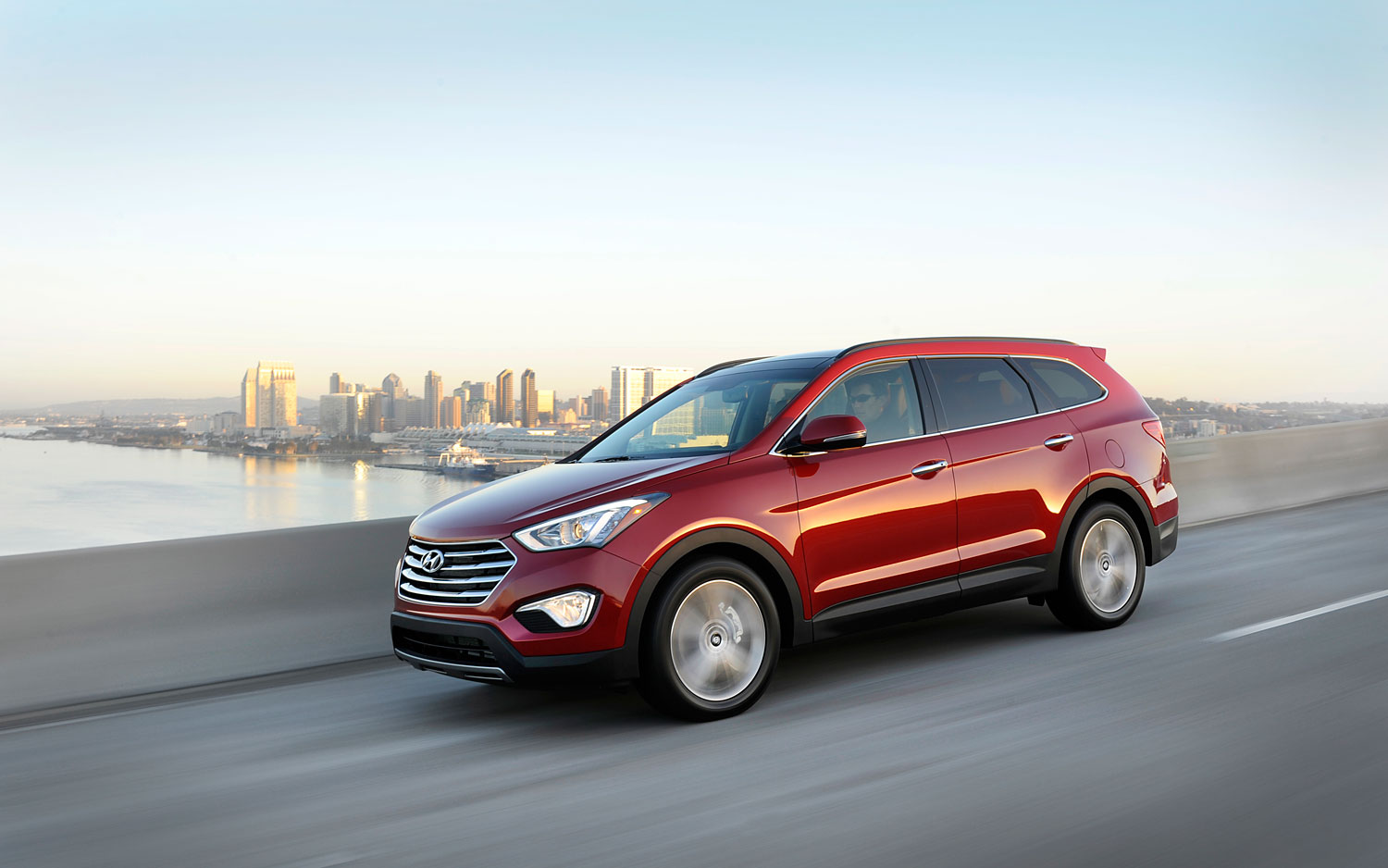2013 Hyundai Santa Fe Front Left Side View1