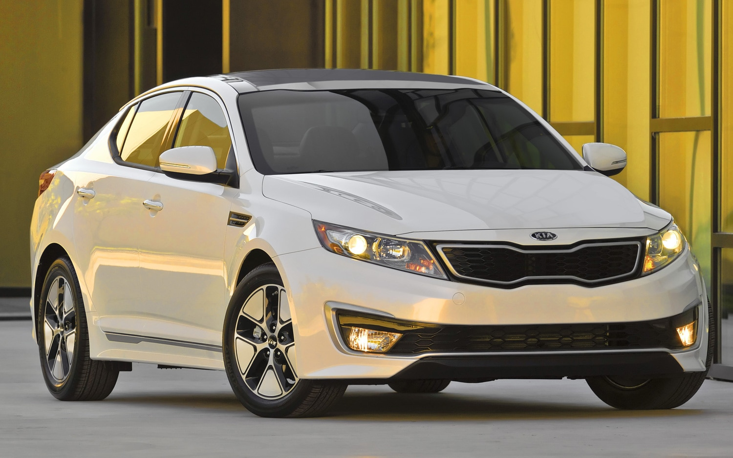 2013 Kia Optima Hybrid Front Side View11
