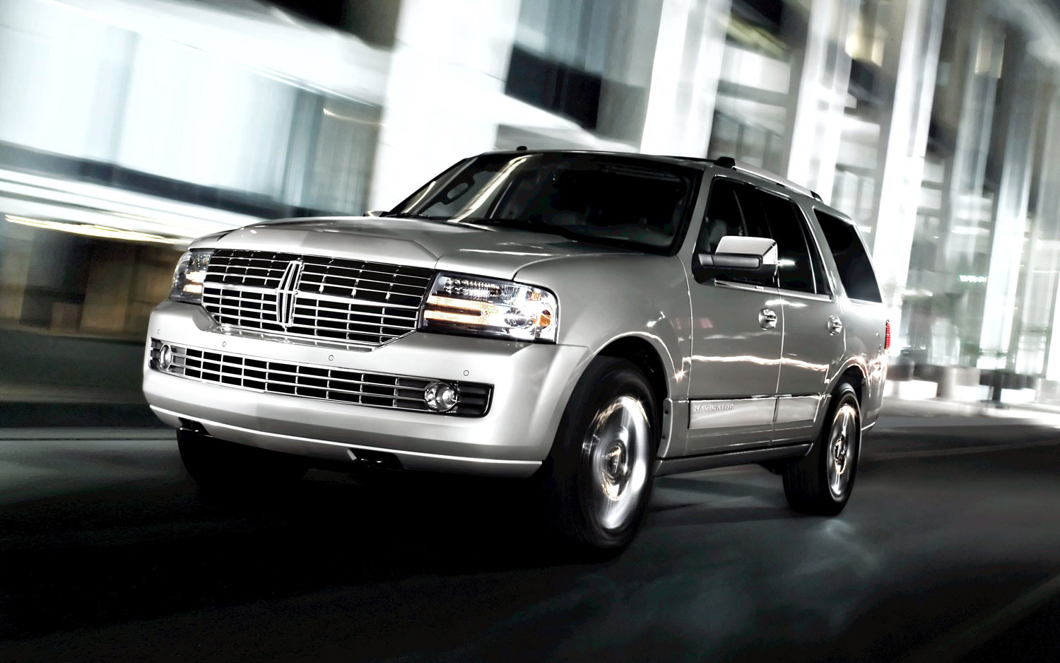 2013 Lincoln Navigator Front View1