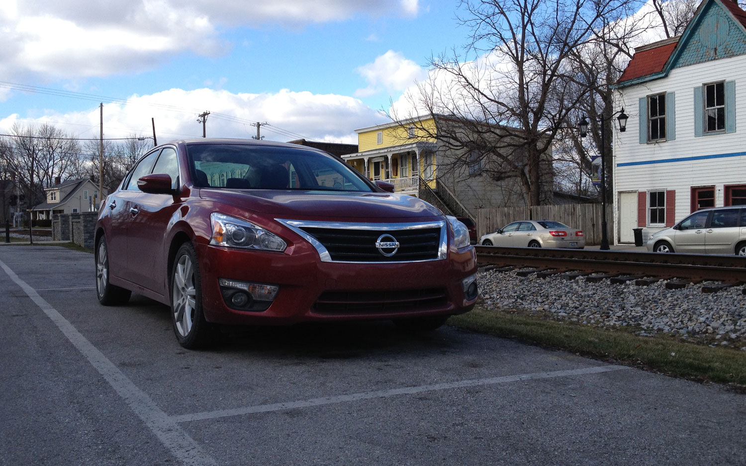 2013 Nissan Altima 3 5 SL Front Right View1