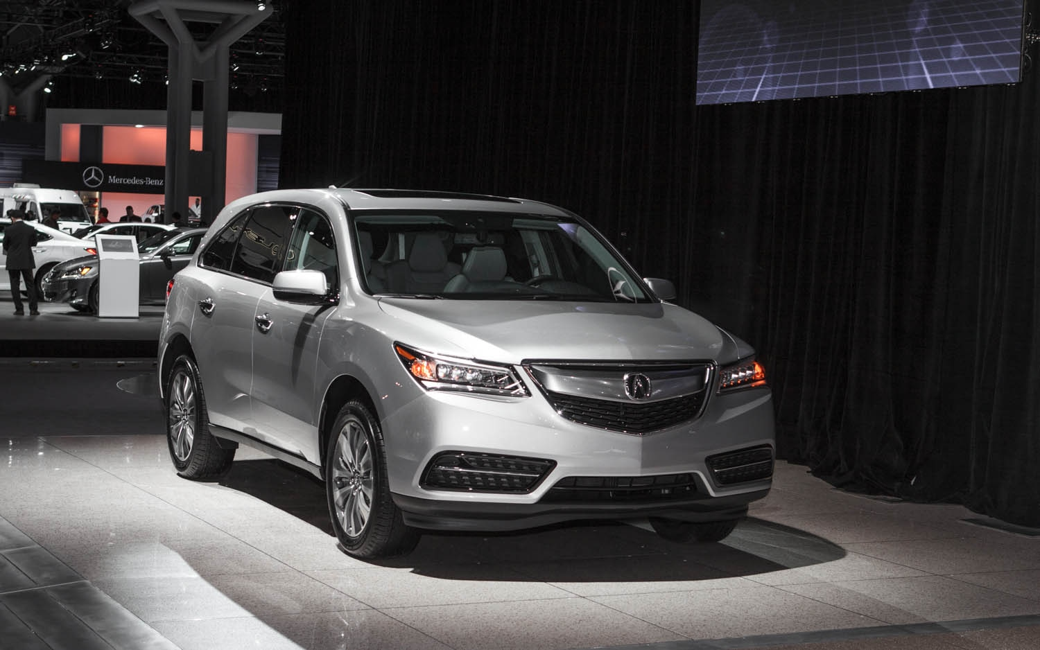 2014 Acura MDX Front Right View1