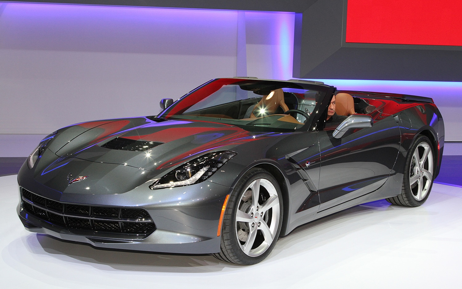 2014 Chevrolet Corvette Stingray Convertible Front View1