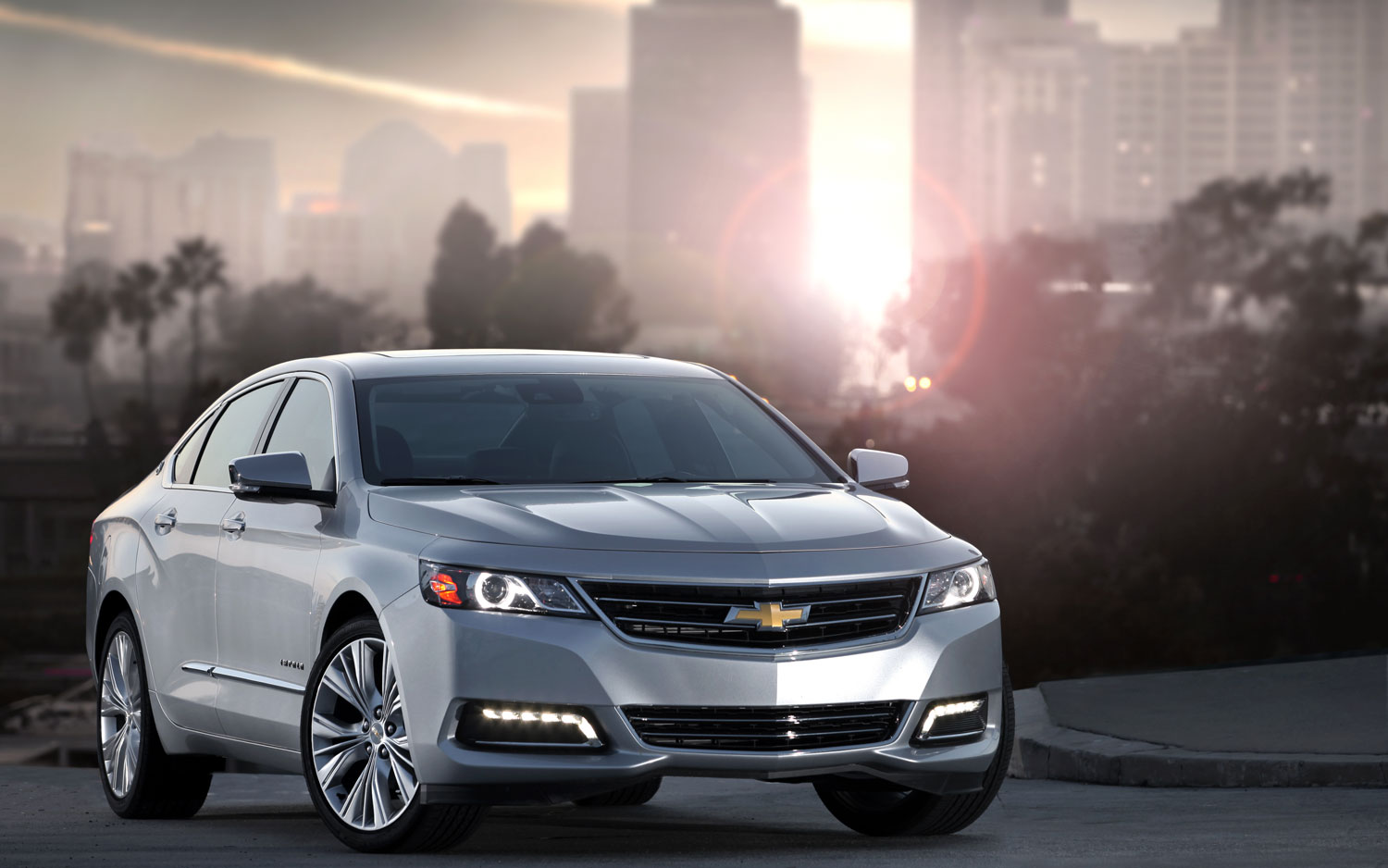 2014 Chevrolet Impala Front Right View1