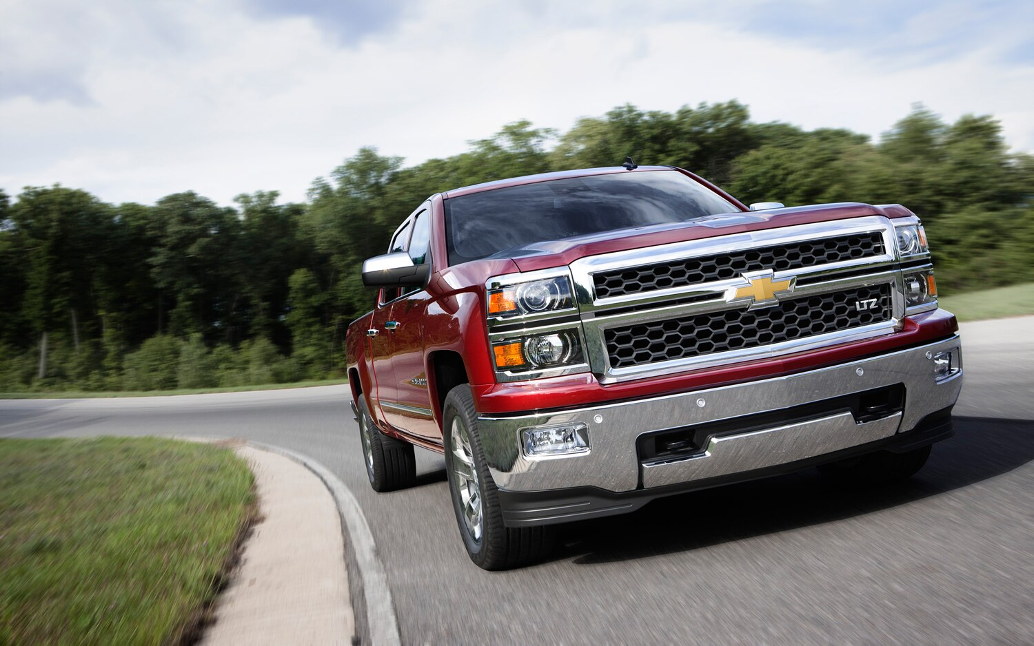 2014 Chevrolet Silverado LTZ Front Three Quarter Turn1