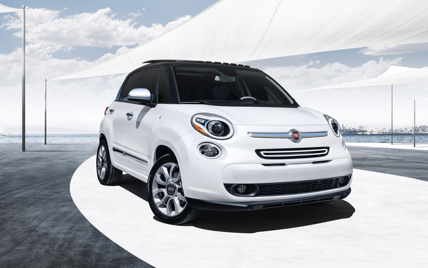 2014 FIat 500L Lounge Right Front1