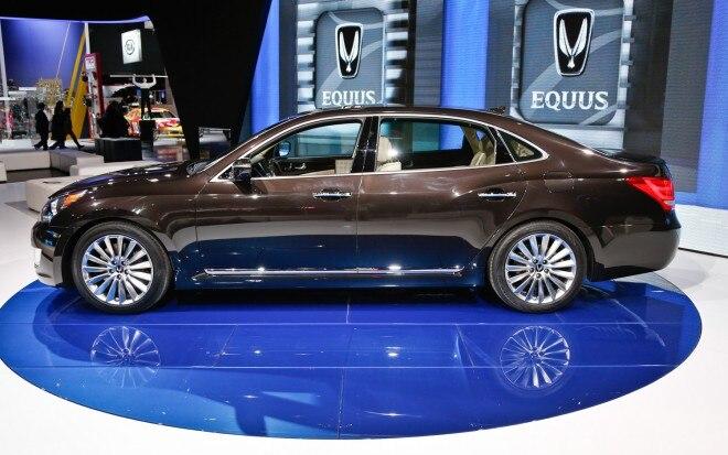 2014 Hyundai Equus Side 660x413
