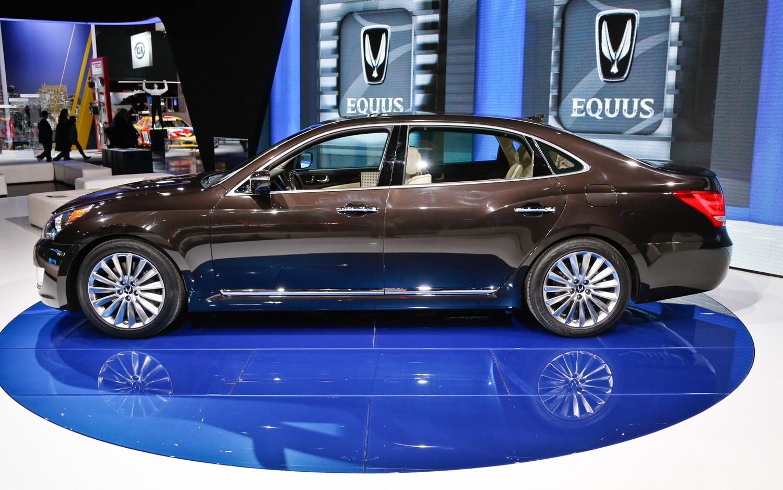 2014 Hyundai Equus Side