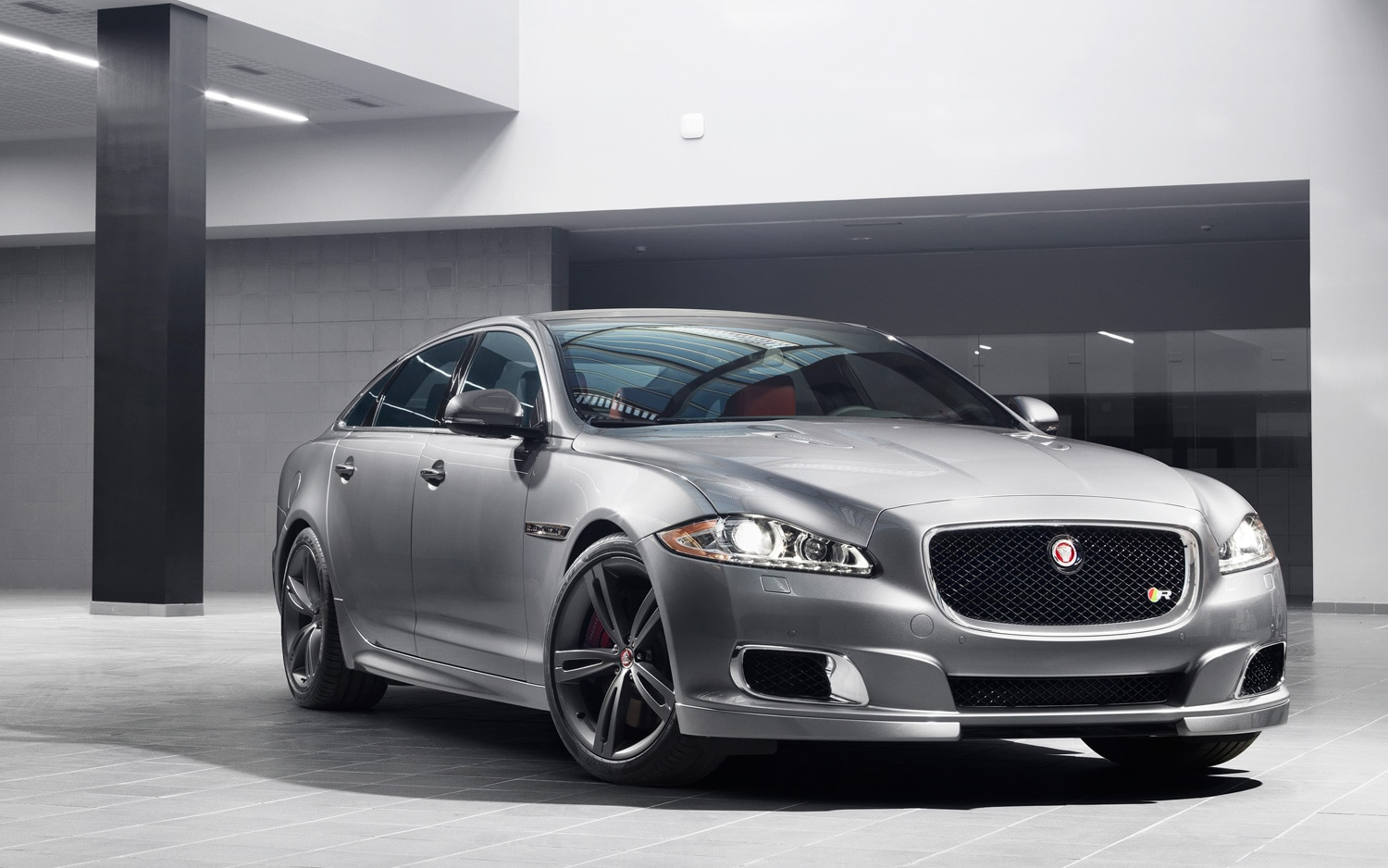 2014 Jaguar XJR Front Three Quarter1