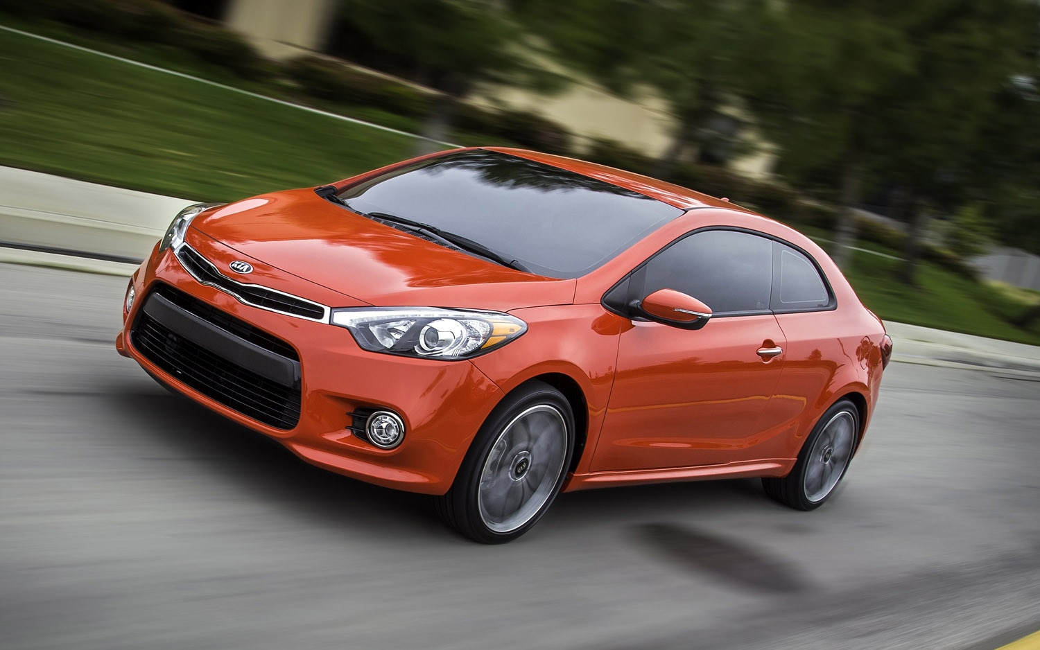 2014 Kia Forte Koup Front Three Quarter1