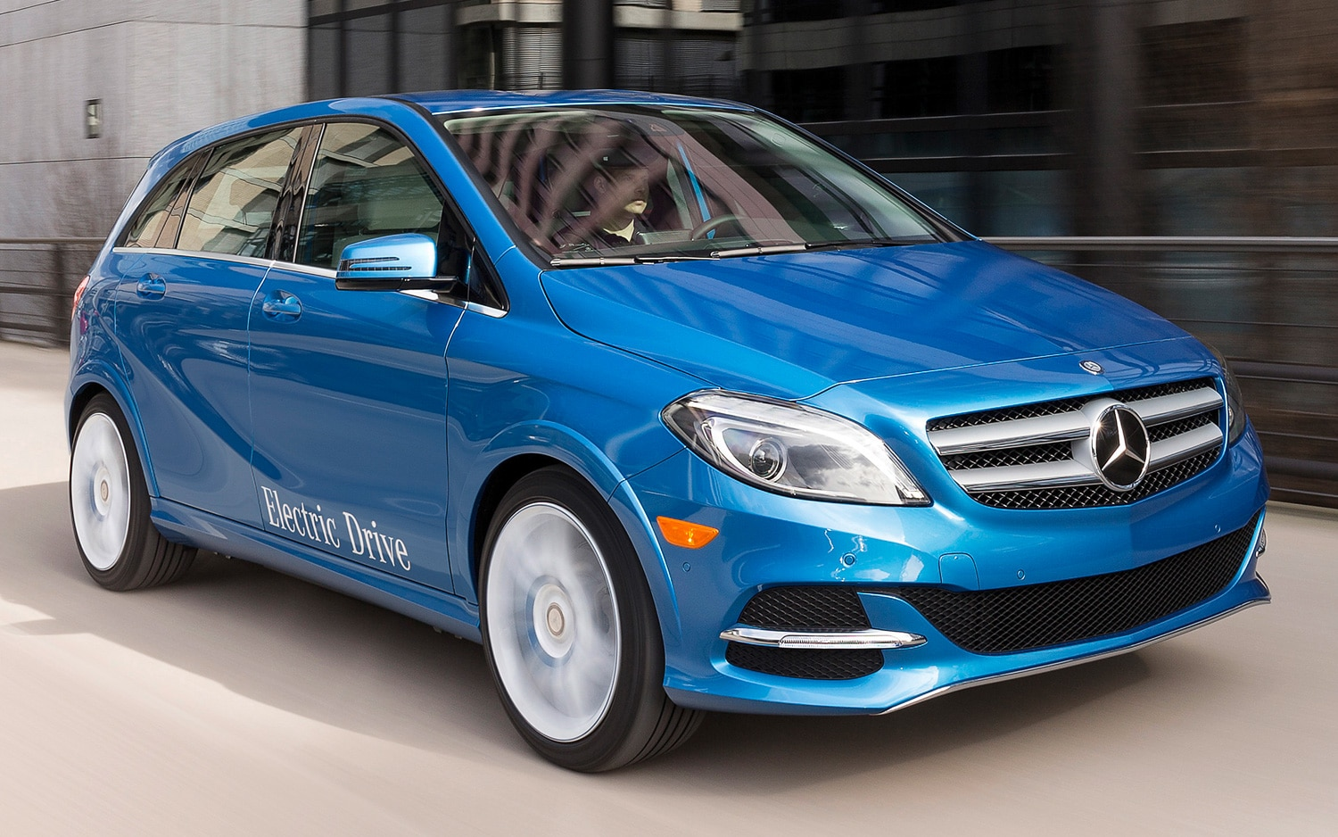 2014 Mercedes Benz B Class Electric Drive Front Three Quarters View1
