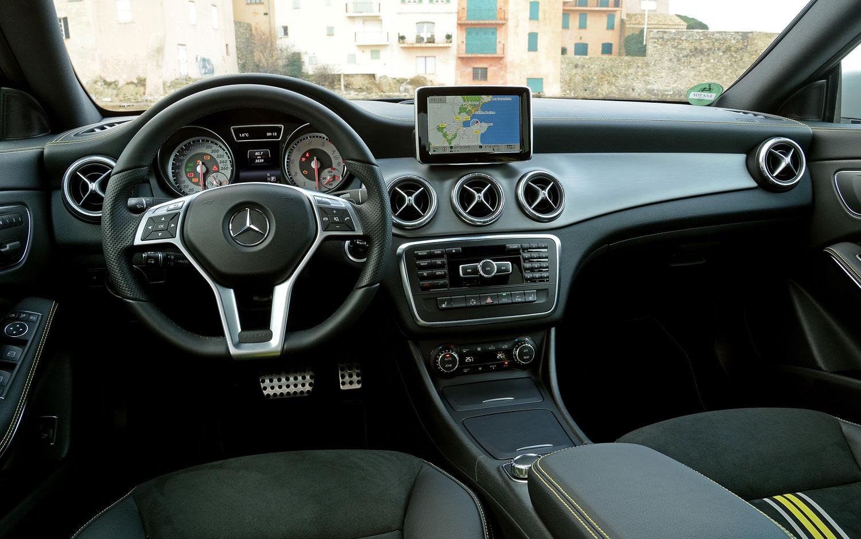 Image gallery 2014 mercedes dash 250 for Mercedes benz dashboard