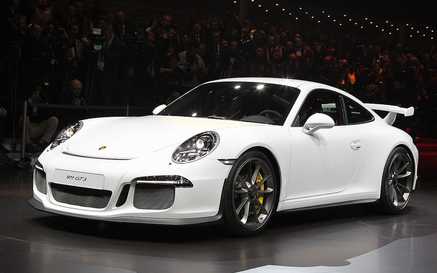 2014 Porsche 911 GT3 Front Three Quarters1